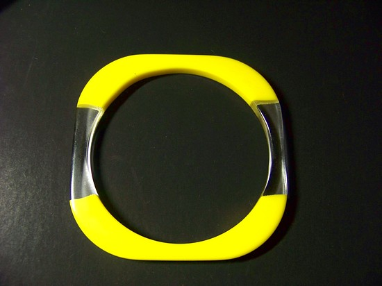Vintage Yellow / Translucent MOD Bangle Lucite Excellent Unique